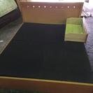 クイーンサイズのベッドフレームを無料で差し上げます。