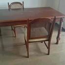 アンティーク調ダイニングテーブルと椅子2脚