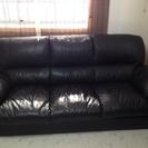 黒の3人掛けソファー値引きしました。