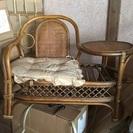 藤のテーブル付き椅子
