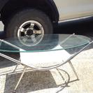円形のお洒落なガラステーブル!