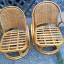 籐の回転椅子 二脚