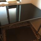 【商談中】ガラス製のテーブル