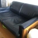 黒の皮ソファです。
