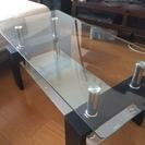 2段のガラステーブルです。
