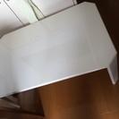 白い折り畳みテーブル