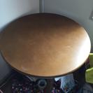 丸テーブルと丸椅子二脚セット 無料で差し上げます!