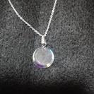 丸い透明石のネックレス