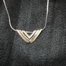 三角模様のネックレス