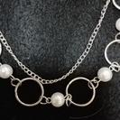 真珠みたいな輪の2連ネックレス