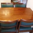 【交渉中】4人用ダイニングテーブル(濃茶+濃い緑)