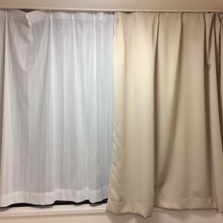 レースのカーテン5枚とカーテン3枚のセットです。