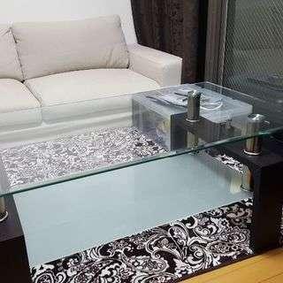 ガラステーブル美品です。