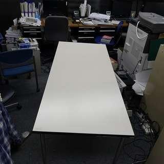 白テーブル W750xL1800xH700  1台