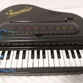 おもちゃのグランドピアノ