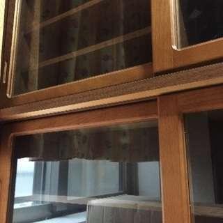 ガラス引き戸付き棚