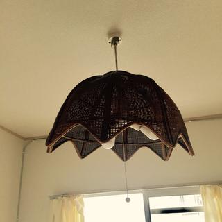 籐のランプシェード