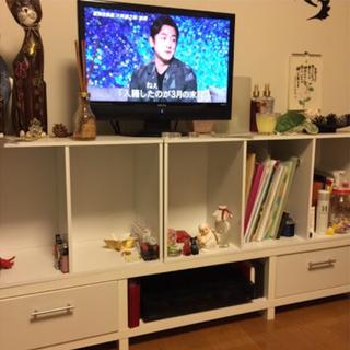 テレビ台と白い3段のラック2つ 交渉中