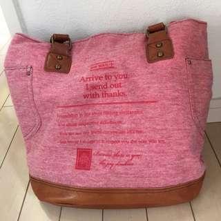《値下げしました》ピンク色 カジュアルバッグ