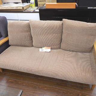 札幌 引き取り 3人掛けソファ 木枠 脚付き クッションは茶系