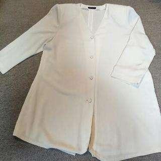 爽やかなクリーム色のジャケット
