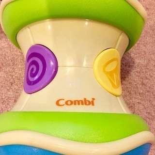 Combi ベビーおもちゃ 転がしてもたたいて光る