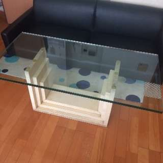 人工大理石のガラステーブル
