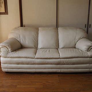 白い3人掛けソファー差し上げます!