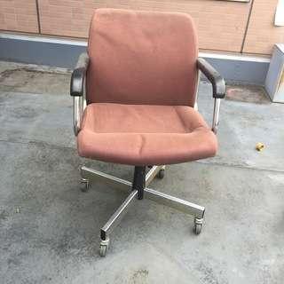 【中古】肘掛け付 昇降式 回転オフィスチェア・事務用イス 椅子