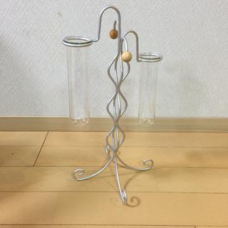 不思議な形の花瓶。チュランヂアにいかが?