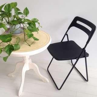 【値下げしました!】アンティーク調 ホワイト丸テーブル