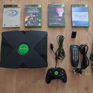 【値下げしました】Xbox本体、(ソフト、DVD視聴用リモコンキット付)