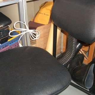 黒色レザーのオフィス用椅子をお譲りします。