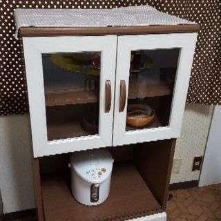 カフェ風コンパクト食器棚