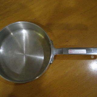 持ち手も金属【アルミ】の鍋