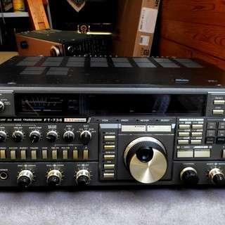本格的なアマチュア無線機です。