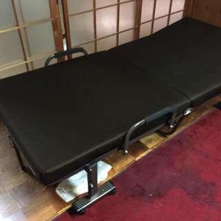 良品(使用歴約10ヶ月)折りたたみベッドを3000円でお譲りします!!