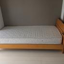 綺麗です☆シングルサイズベッド マットレス付き 木製 枕元に電源付き