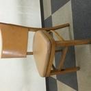 カフェ椅子、移転予定で店舗用品をまとめてしまっておきましたが、閉店...
