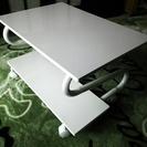 白いローテーブル。