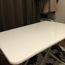 白い昇降テーブル