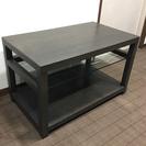 重厚なウッドのサイドテーブル