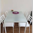 テーブル1と椅子4
