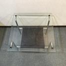 ガラス面のあるサイドテーブル