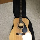 YAMAHAのアコースティックギター f310