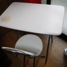 折りたたみ式 テーブルと椅子