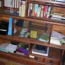 書棚 かなりふるいです おおきいです しっかりしています