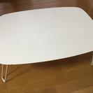 白の折りたたみテーブル