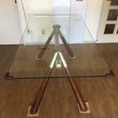 ガラス製ダイニングテーブル