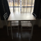 テーブルと椅子の3点セット差し上げます